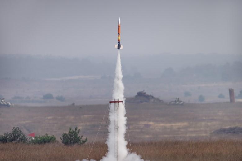Scholieren lanceren mini-satellieten met raket