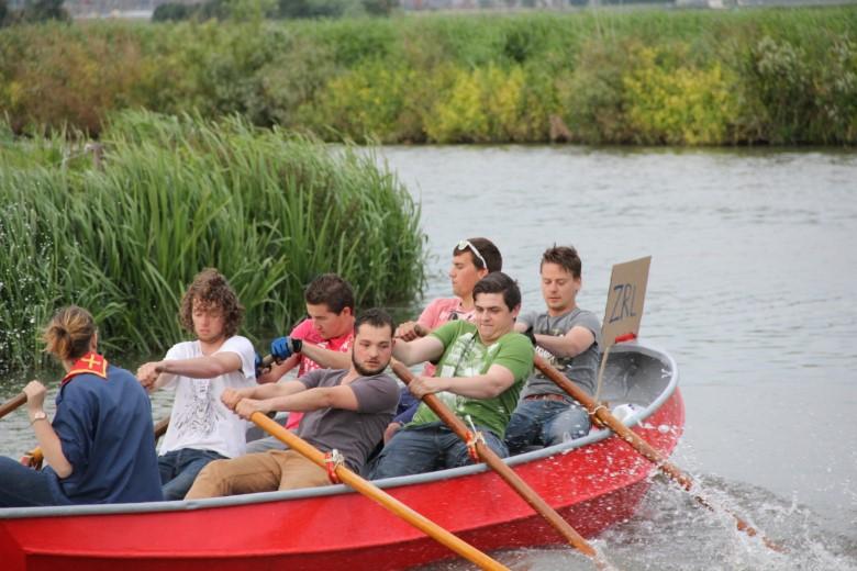 Scouting Kwintsheul organiseert 'Roei ons uit het rood'.