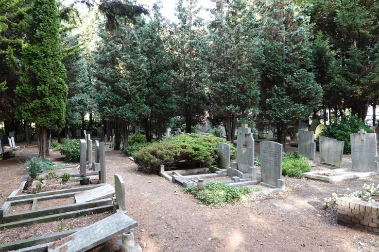 Begraafplaats aan de Dijkweg wordt geruimd