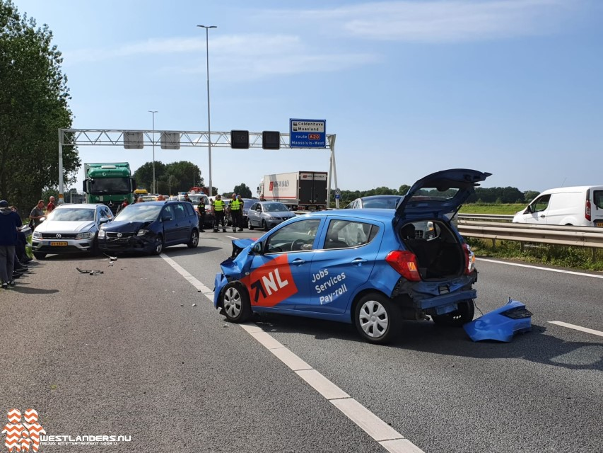 Rijksweg A20 afgesloten na ongeluk