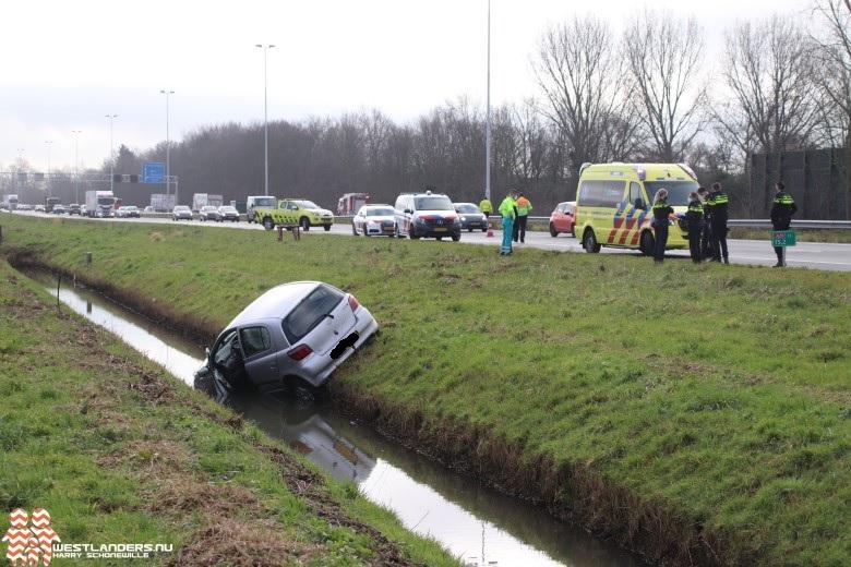 Auto te water bij de A20