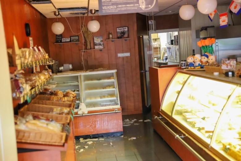 Hoosbui zorgt voor waterschade in bakkerij