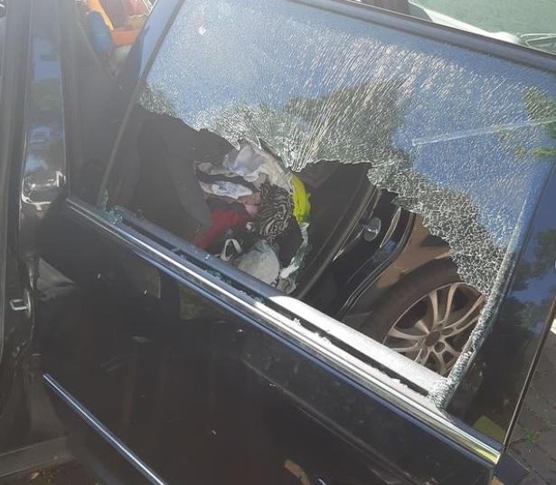 Wijkagenten halen meisje uit afgesloten auto