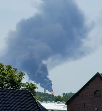 Stoomketel zorgt voor zwarte rookwolken bij Europoort
