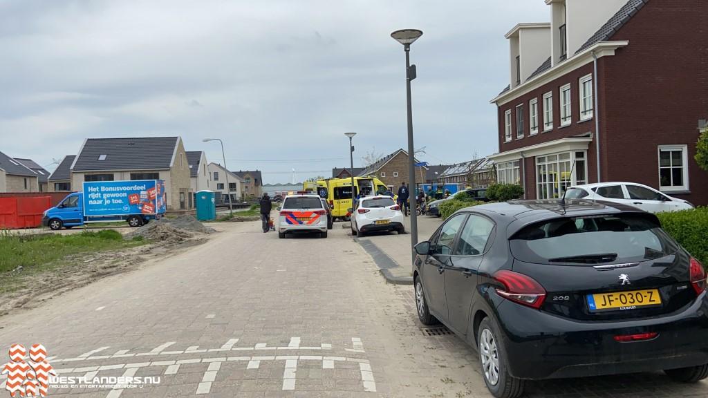 Kind op fiets gewond na botsing tegen bestelwagen