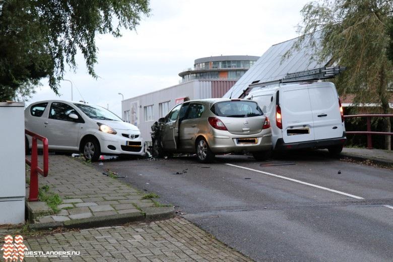 Schade en licht gewonde bij ongeluk Industriestraat