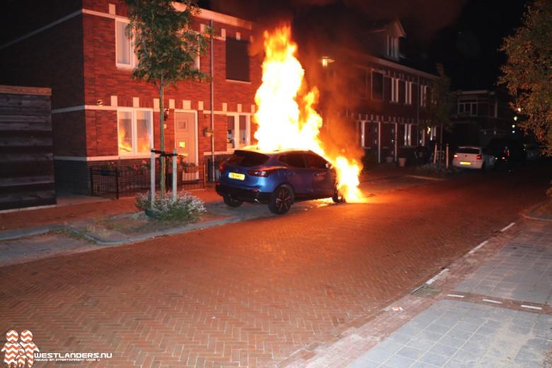 Flinke autobrand aan de Sint Marcusstraat