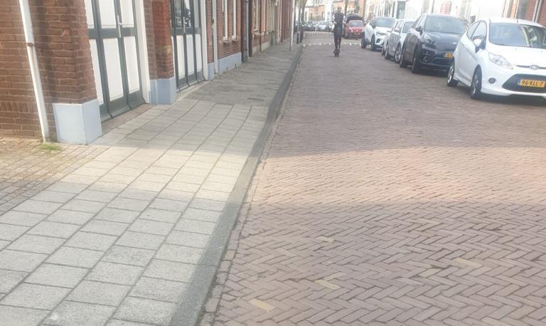 Collegevragen inzake 'slechte bestrating gedeelte Rijnweg'