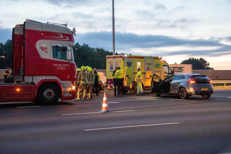 Lange files na ongeval bij Beneluxtunnel