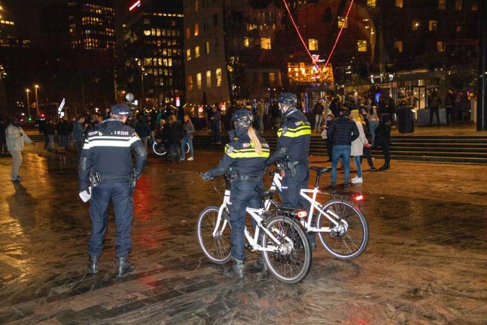 Protest tegen avondklok in Rotterdam