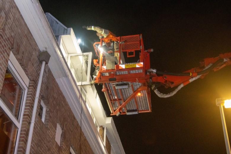 Reparatieklusje op het dak loopt uit de hand
