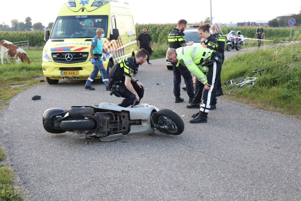 Scooterrijder botst op wielrenster