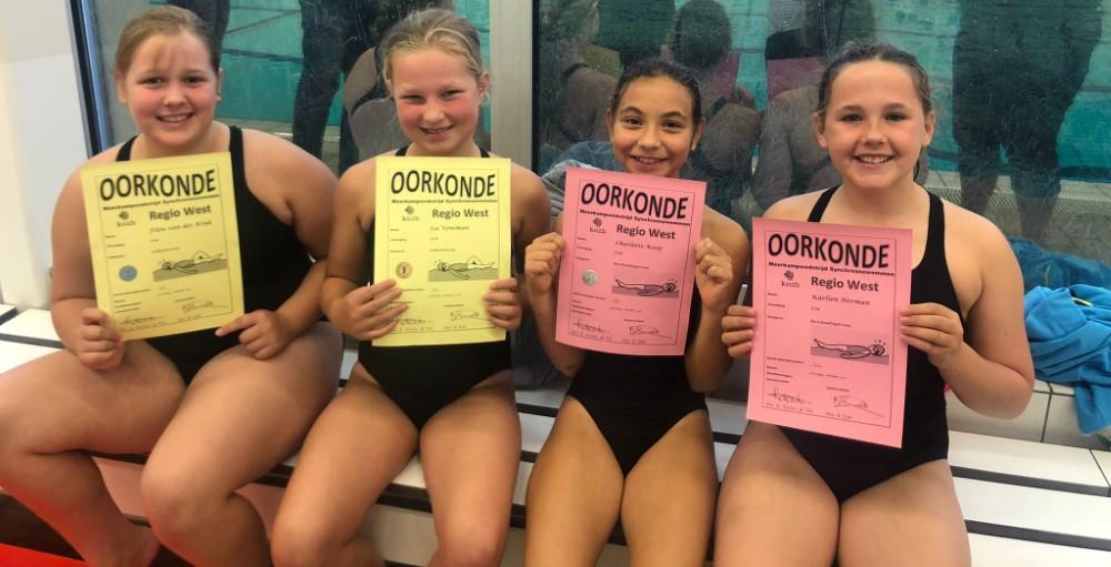 Synchroonzwemmen eerste wedstrijd van het seizoen.