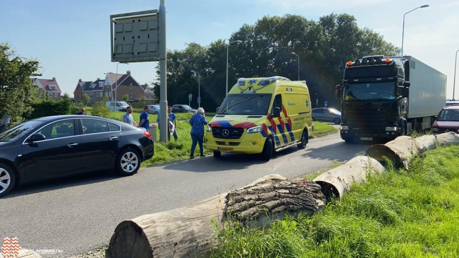 Verkeer toe aan nieuwe rotonde bij Poeldijkseweg/Erasmusweg