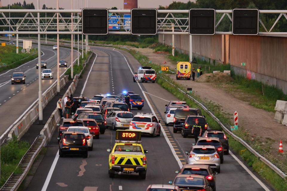 Rijksweg A20 afgesloten voor traumahelikopter