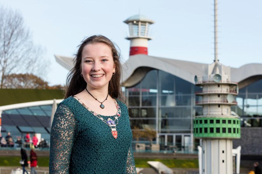 Amélie Mijs (15) jongste én enige gekozen burgemeester van Nederland