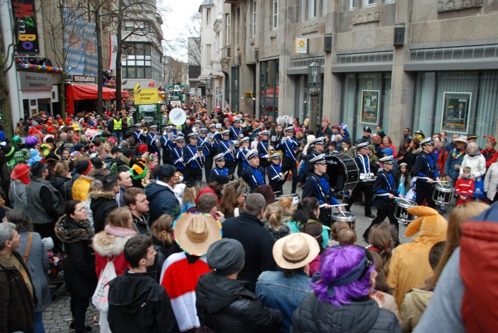 Marching Band Rotterdam aan Zee viert carnaval in Bonn