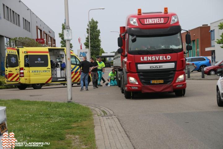 Fietsster ernstig gewond na aanrijding met vrachtwagen