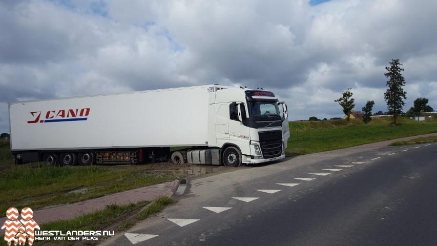 Spaanse vrachtwagen vast in de modder