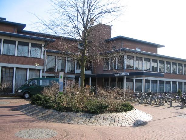 Collegevragen over herbestemming grond oude gemeentehuis Naaldwijk