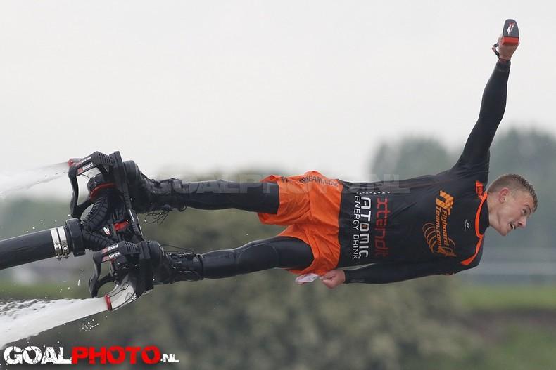 Westlander Niels van Uffelen winnaar eerste NK flyboarden