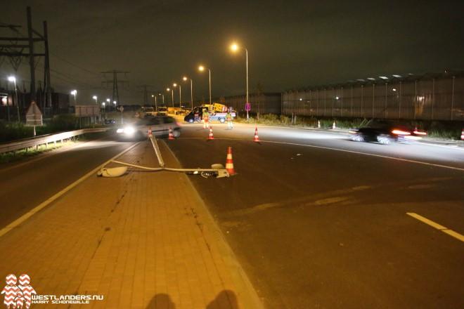 Lichtmast omver ondanks verkeersregelaars