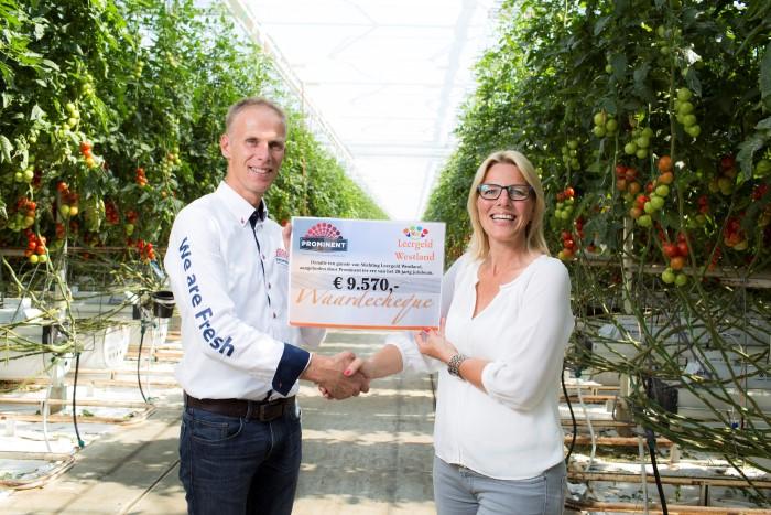 Prominent doneert aan Stichting Leergeld Westland