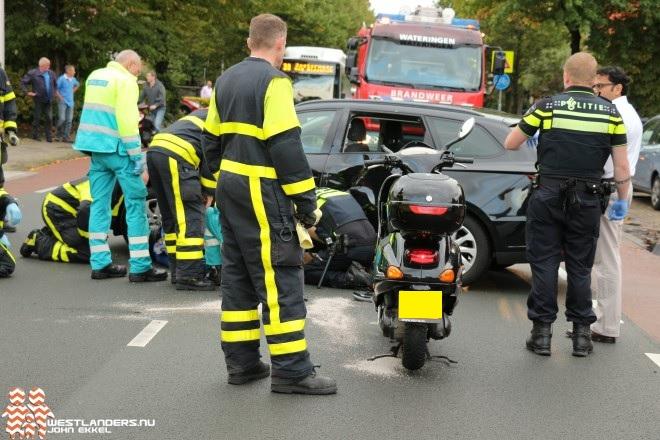 Man en kind gewond bij ongeluk Oosteinde