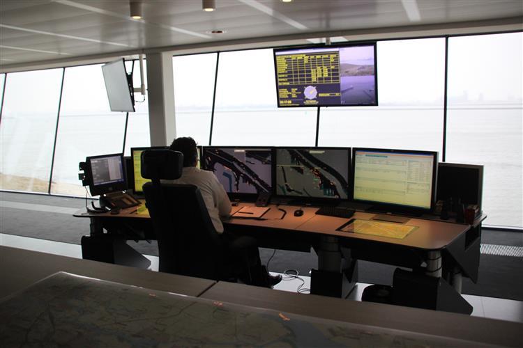 Glasvezelkabel voor radar- en verkeersposten Hoek van Holland