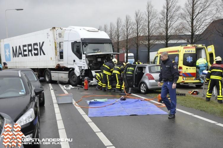 Gewonde bij ongeluk met vrachtwagencombinatie