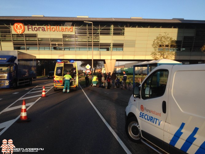 Scooterrijdsters gewond bij ongeluk Middel Broekweg