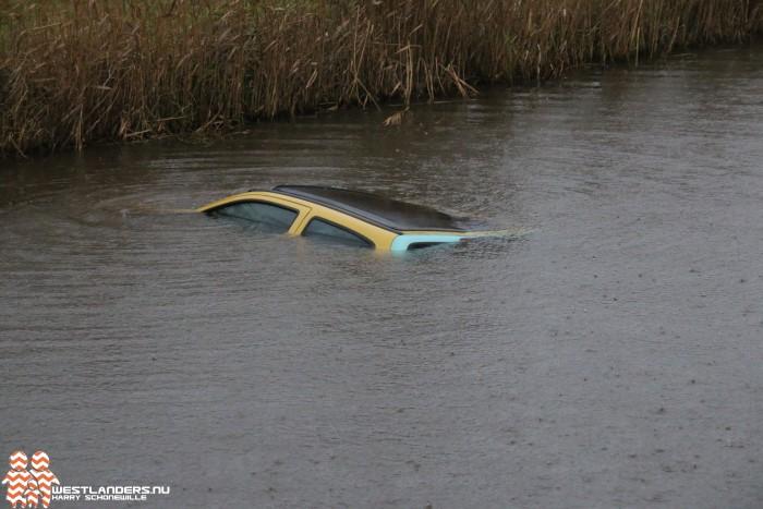 Auto te water aan de Gaagweg