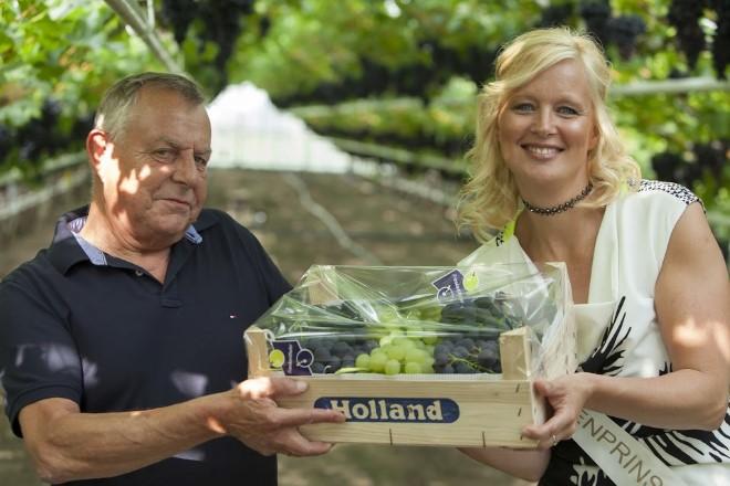 Eerste kistje Westlandse Druiven levert € 7250 op