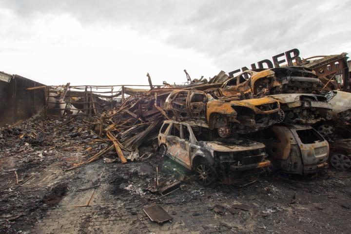 Day after: Grote brand bij autobedrijf Penders