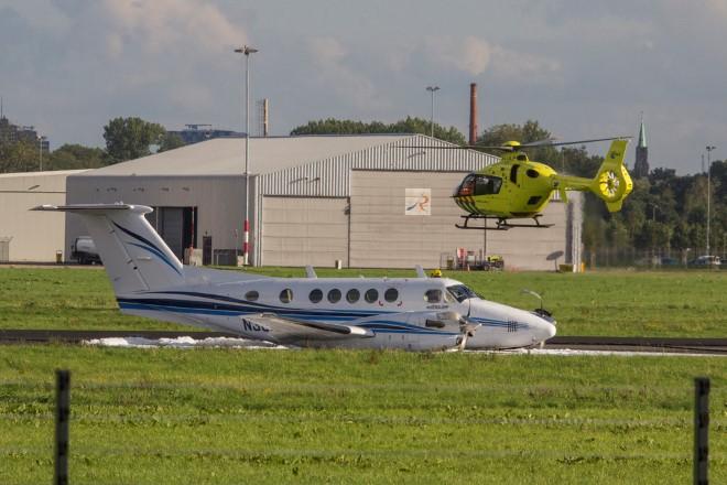 Vliegtuig zakt door landingsgestel