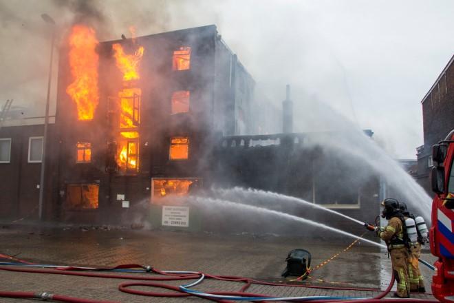 Zeer grote brand aan de Oosthavenkade