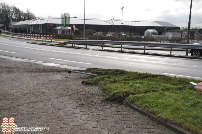 Meerdere botbreuken fietser bij ongeluk Naaldwijkseweg