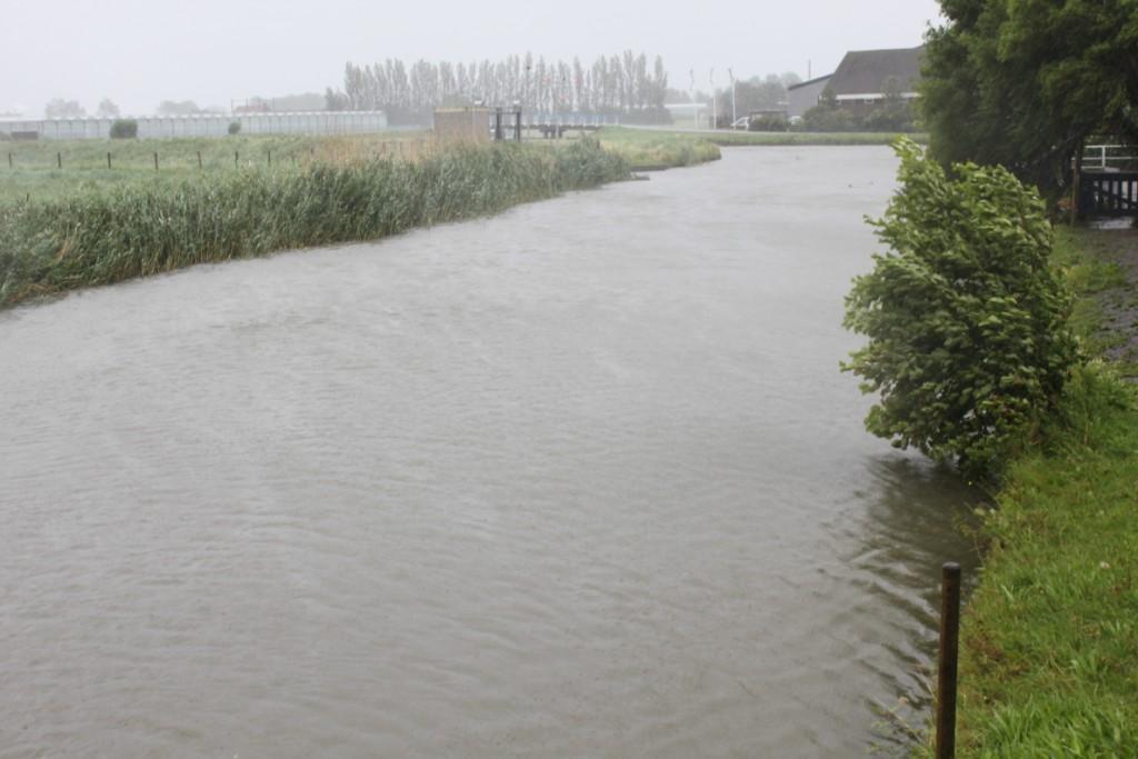 Het blijft regenen: Delfland staat op scherp