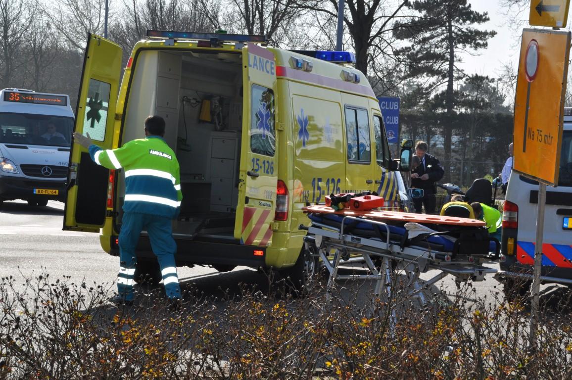 Bestuurster scootmobiel gewond bij Harwichweg