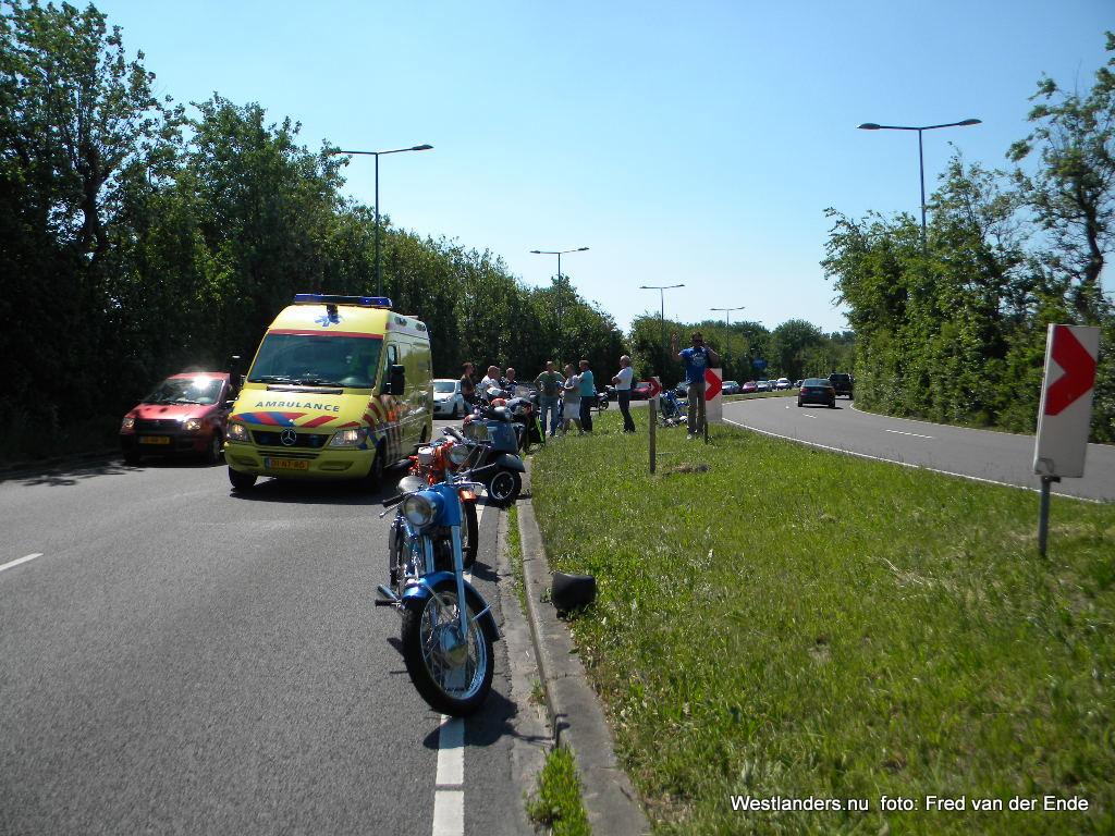 Motorfietser onwel op de Dirk van den Burgweg
