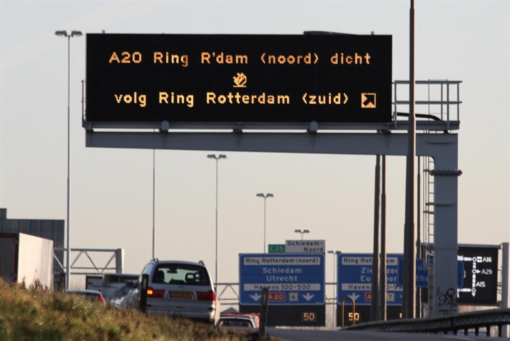 Flinke verkeerschaos na ongeval op de A20