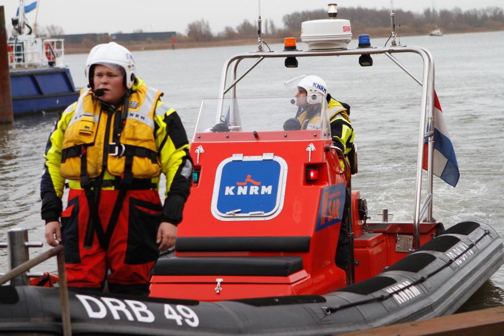 Sportvisbootje omgeslagen bij 2e Maasvlakte