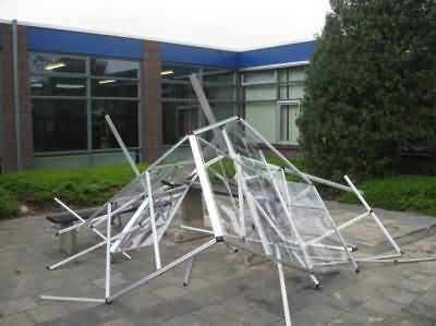 Hobbykas in aanbouw doorstaat windvlaag niet