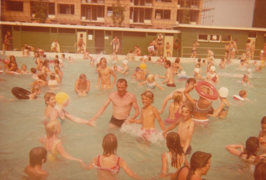75 jaar zwembad op unieke Wateringse foto's