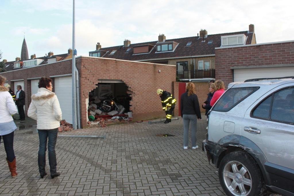 Auto slaat op hol in de Rembrandtstraat